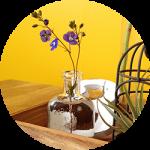 庭の植物を食卓で楽しむ〜2015春〜小さな花が素敵。ベロニカオックスフォードブルーとセリアの雑貨。