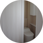 【WEB内覧会09】カラークロスのシンプルモダンなトイレ1階(前編)〜PanasonicアラウーノSとクロス、クッションフロア