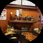 大阪テイストを満喫!!レトロで美味しいオススメのお好み焼き屋さん。