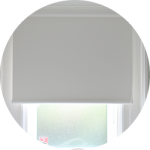 【WEB内覧会29】シンプルな洗面脱衣室(4/4)〜窓。ドア。ロールカーテン。スイッチ。コンセント。