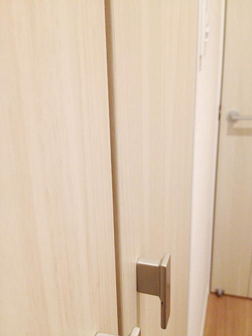 階段下収納ドア交換前2