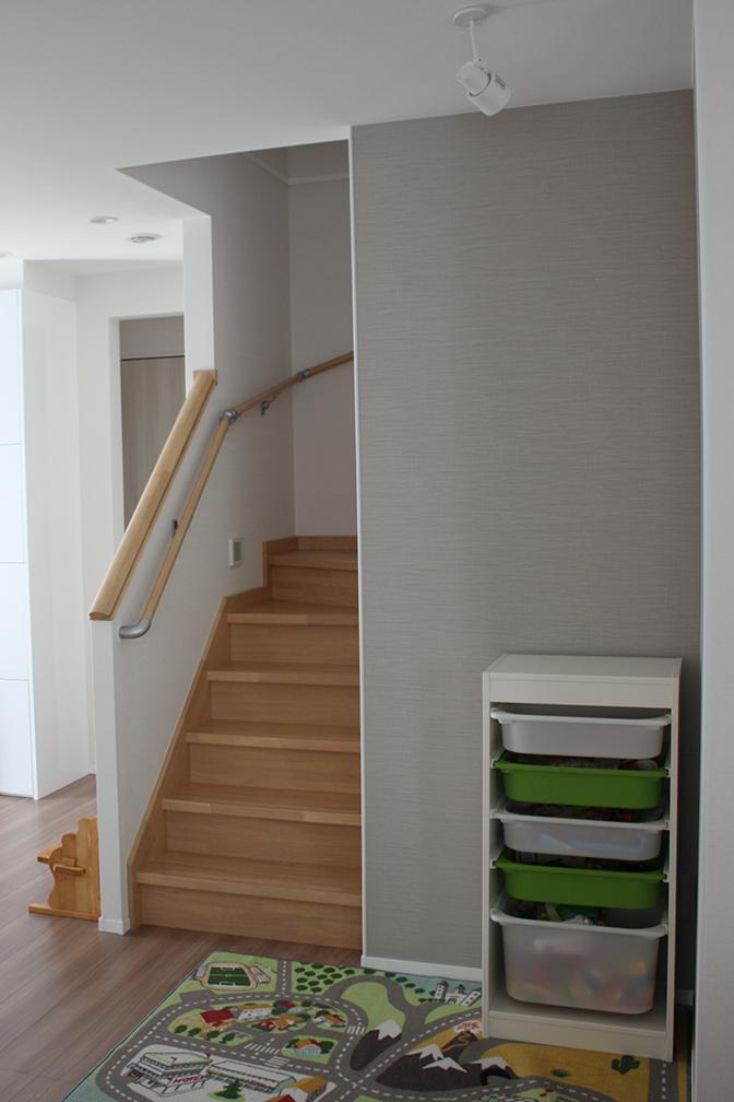 階段横全容