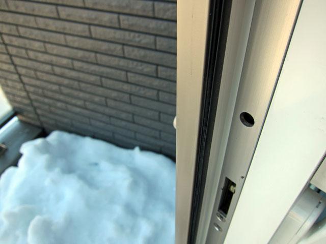 大雪で扉があかない理由