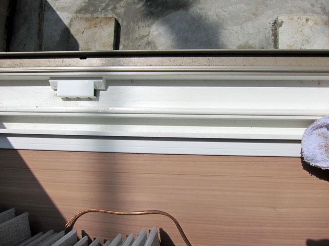 掃除後の窓枠