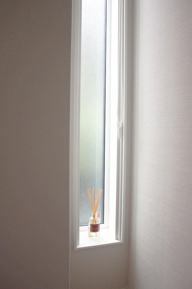 シューズウォール横の窓2