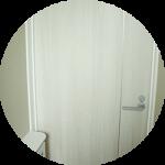 【WEB内覧会13】カラークロスのシンプルモダンなトイレ2階(中編)〜クロス、クッションフロア、マット