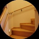 【WEB内覧会20】シンプルなボックス階段(後編)〜照明。昼と夜。階段横照明と合わせて楽しむ。