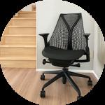 長時間座りっぱなしのリモートワークにぴったりの椅子は!?ハーマンミラーのアーロンチェアとその後購入したセイルチェアの使用感。