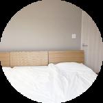 【WEB内覧会33】シンプル&リラックスを重視した主寝室(2/5)〜無印良品のベッド。幼児と眠る試行錯誤の寝室。